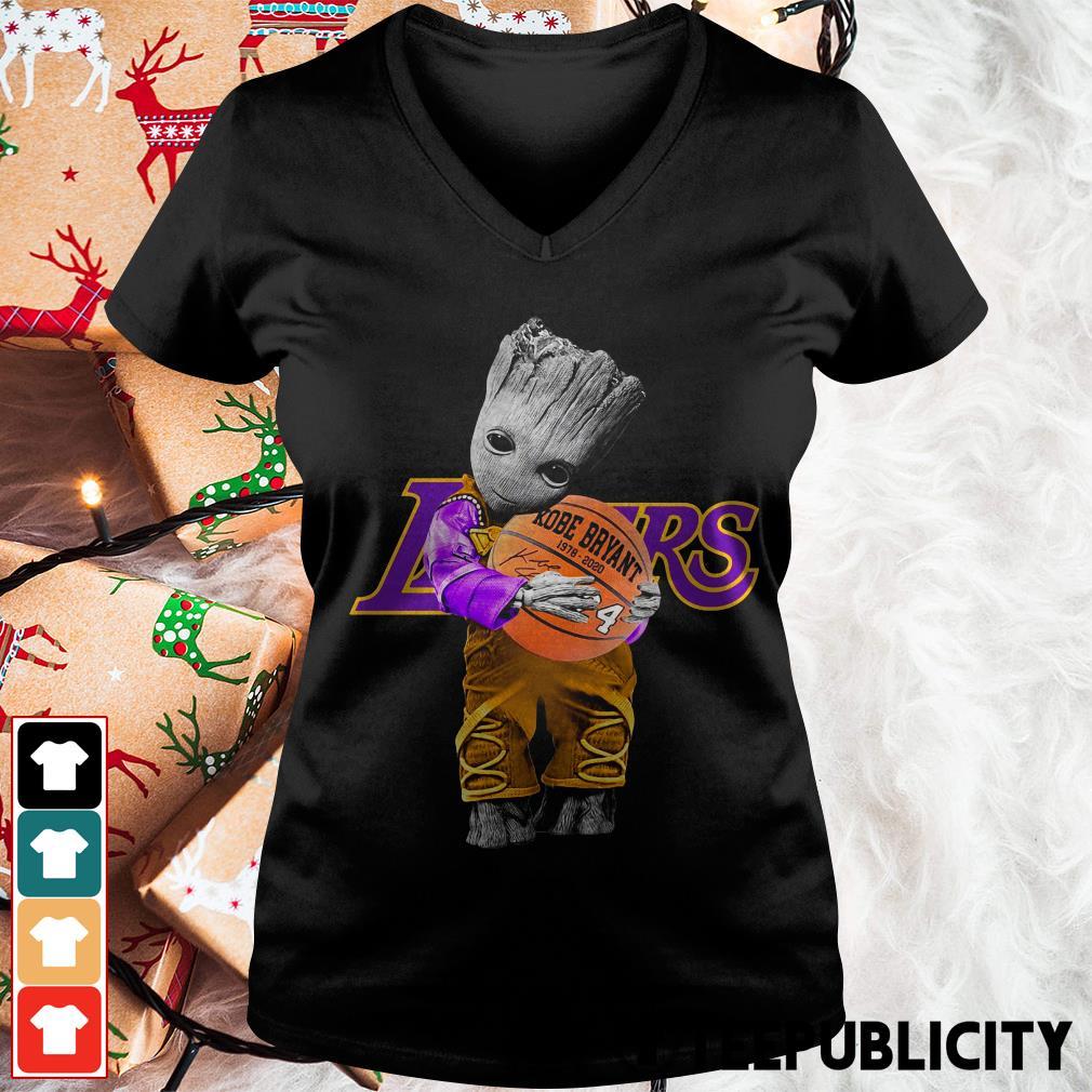 Baby Groot Lakers hug Kobe Bryant basketball signature V-neck T-shirt