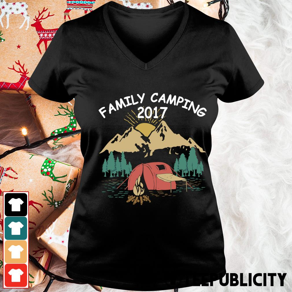 Family camping 2017 vintage s v-neck-t-shirt